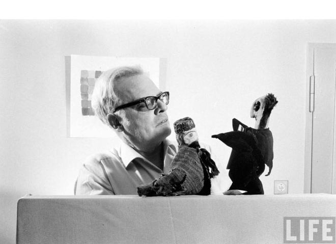 Felix-Klee-con-le-marionette-del-padre-Paul,-1961-foto-di-Loomis-Dean--LIFE